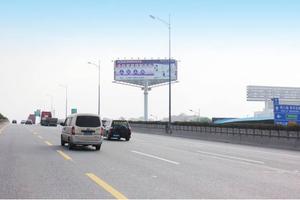 佛山一環與廣佛路交彙處(中紡華麗布匹市場)路口立柱廣告牌 媒體規格:A/B/C:18×6m×1面=108㎡ 媒介優勢:佛山一環是環繞佛山市的一條城市快速路,爲廣東省內最長的環城公路,不僅是珠三角西翼重要的交通樞紐幹線之一,也是珠三角一條重要的財富通道。連通廣州(老城區出口、番禺出口)、珠海、中山、肇慶、雲浮、清遠、江門等城市。